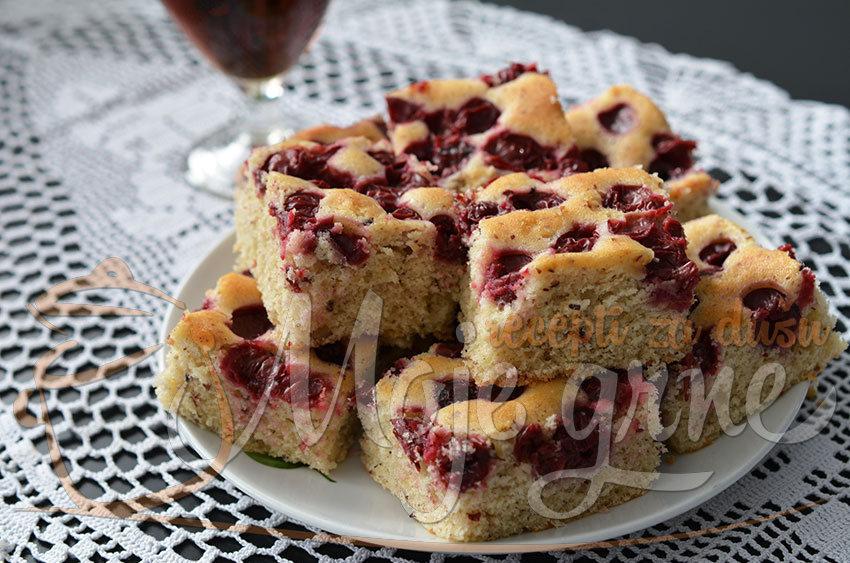Jednostavni kolač sa višnjama