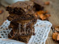 braunis sa dzemom od kajsije CHOCOLATE AND APRICOT JAM BROWNIES