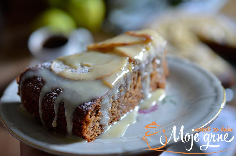 Mirisni kolač sa jabukama