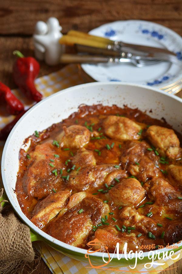 Piletina u pikantnom sosu od kikirikija