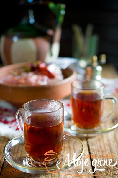 "Kuvana rakija ""Šumadijski čaj"""