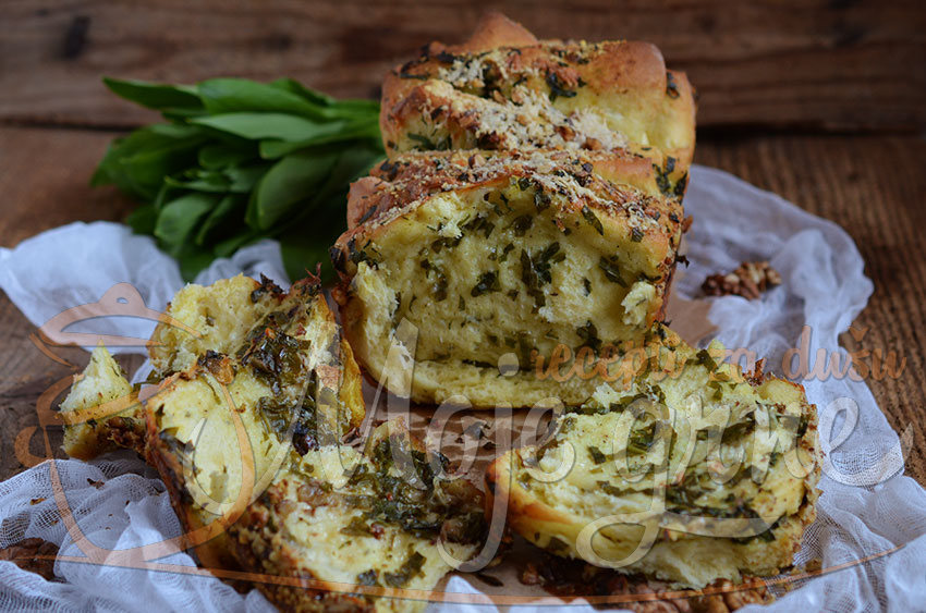 Lisnati hleb sa sremušem i sirom / Wild garlic and cheese pull apart bread