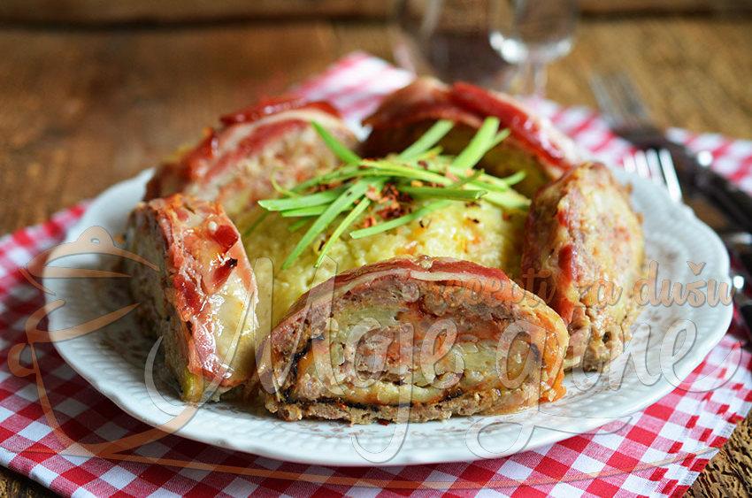 Rolat od mlevenog mesa sa kačkavaljem i krompirom
