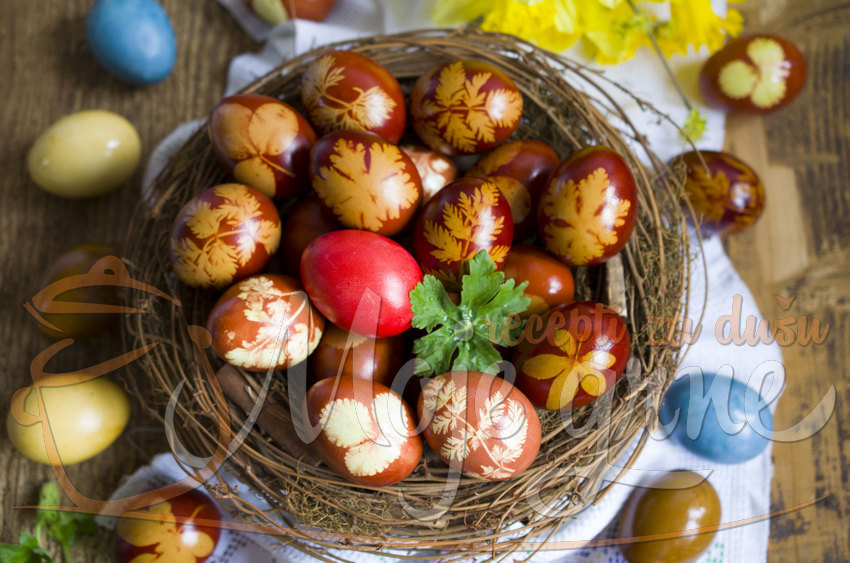Vaskršnja jaja bojena prirodnim tehnikama