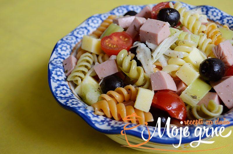 Trikolore pasta salata
