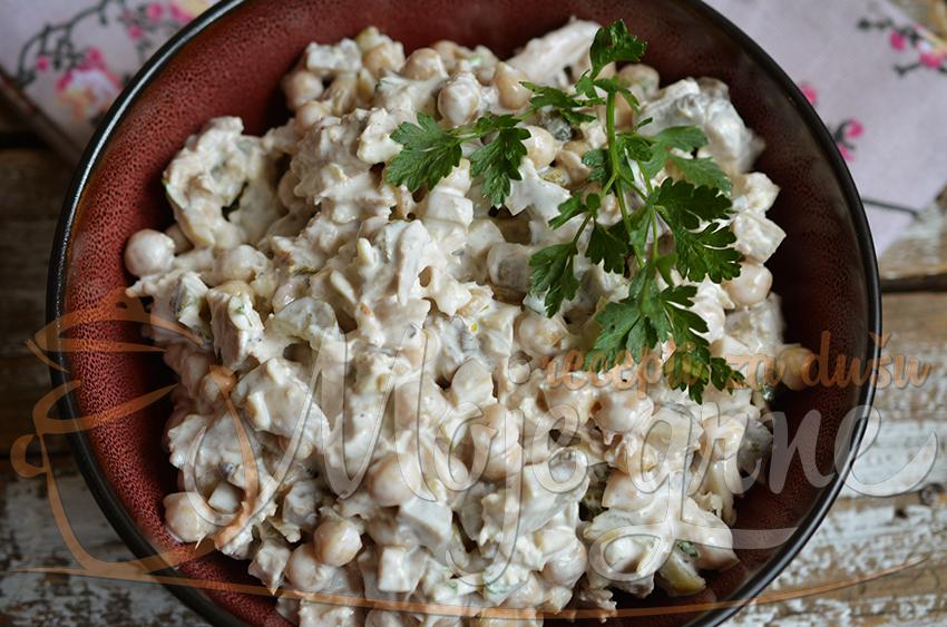 Salata od leblebija sa piletinom