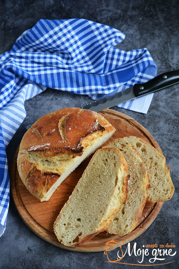 Hleb sa kozjom surutkom i začinima