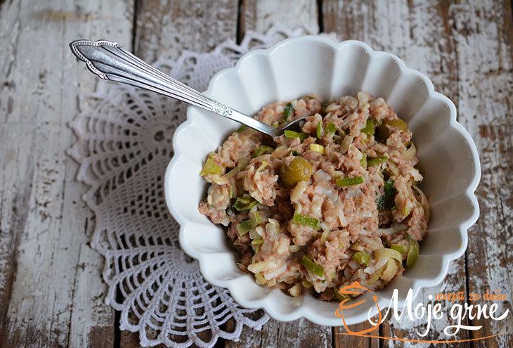 Salata sa tunjevinom i maslinama