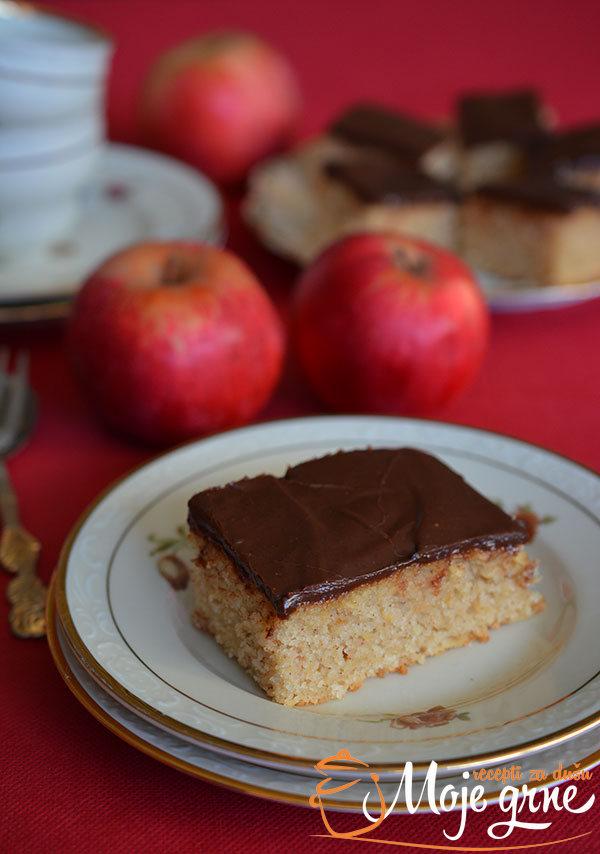 Jednostavni kolač sa jabukama