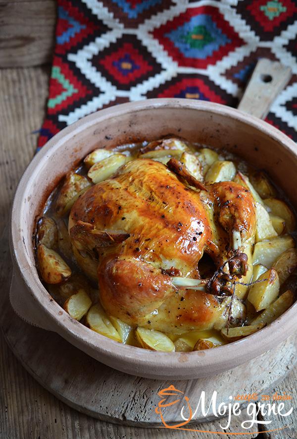Pile i mladi krompir ispod sača