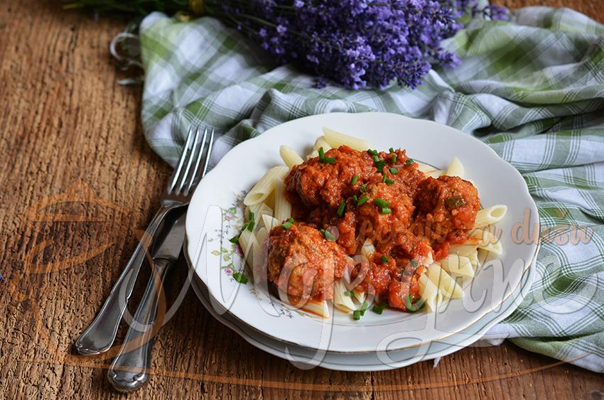Makaroni sa mesom u paradajz sosu