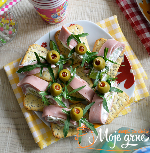 Rolnice sa sirom i salamom